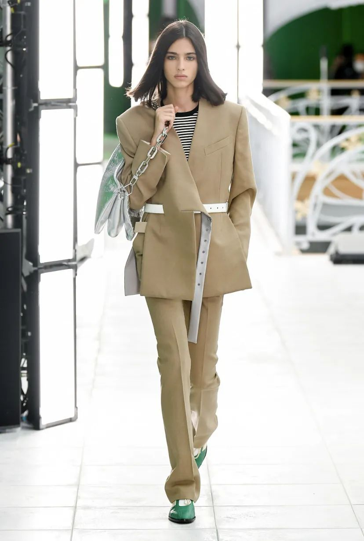 Louis Vuitton 21SS 女装系列:淡化性别、打破桎梏