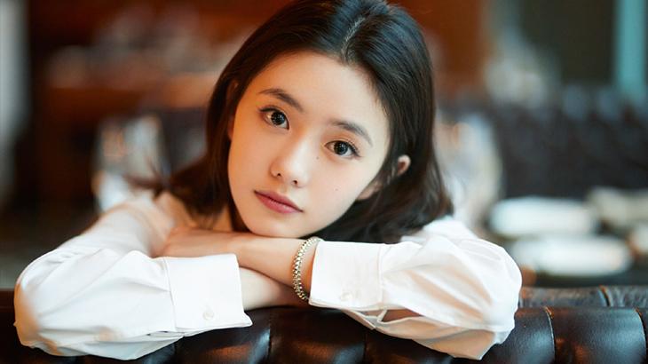 比关晓彤来头还大的京圈小公主,张艺谋等她三年,易烊千玺也甘愿为她做绿叶?